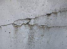 Grijze concrete textuurachtergrond barsten krassen schade royalty-vrije stock foto's