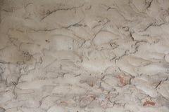 Grijze die muur met pleister wordt behandeld Ruwe textuur Stock Afbeeldingen