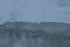 Grijze donkere achtergrond van een fragment van een gepleisterde concrete muur Stock Fotografie