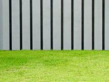 Grijze muur met groen gras stock foto afbeelding bestaande uit openlucht 29981638 - Grijze en zwarte kamer ...