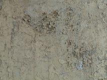 Grijze gebarsten verf op een oude muur Royalty-vrije Stock Foto's