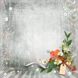Grijze geweven wijnoogst als achtergrond met bloemen. Stock Fotografie