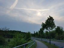 Grijze hemel en wolken bij een winderige en regenachtige dag Royalty-vrije Stock Fotografie