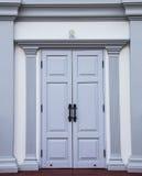 Grijze houten deur Stock Foto's