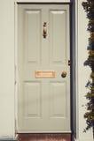 Grijze houten Engelse deur op een heldere zonnige dagclose-up Royalty-vrije Stock Fotografie