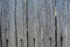 Grijze houten langzaam verdwenen planking achtergrond met barsten royalty-vrije stock afbeelding