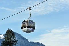 Grijze kabelwagens in Oostelijke Alpes in Kitzbuhel Royalty-vrije Stock Foto's