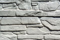 Grijze langzaam verdwenen oude bakstenenachtergrond met gebreken en spleten royalty-vrije stock foto's