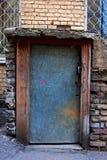 Grijze metaaldeur van de kelderverdieping Stock Fotografie