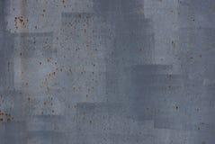 Grijze metaaltextuur van verf en roestvlekken op een oude ijzermuur royalty-vrije stock afbeeldingen