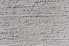 Grijze muur met decoratief pleister als achtergrond royalty-vrije stock foto