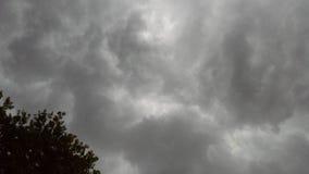 Grijze onweerswolken Stock Afbeeldingen