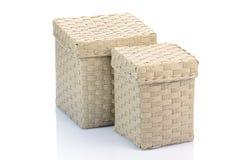 Grijze rieten dozen die op wit worden geïsoleerd Stock Fotografie