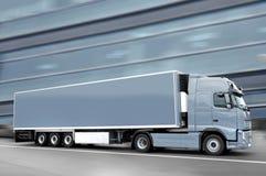 Grijze semi vrachtwagen Royalty-vrije Stock Afbeeldingen