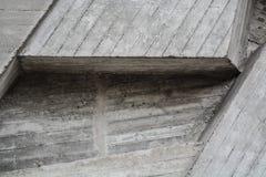 Grijze textuur of achtergrond van concrete blokken Decoratieve muur Verschillende vormen en lijnen stock afbeelding