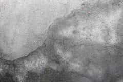 Grijze textuur met gekrast pleister op de muur, royalty-vrije stock afbeelding