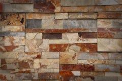 Grijze, witte en bruine granietbakstenen muur Stock Afbeeldingen