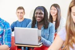 Gril africano con il computer portatile Immagine Stock Libera da Diritti