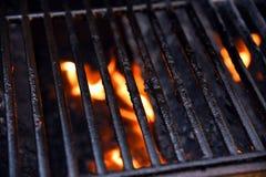 Gril de barbecue avec des flammes photos stock
