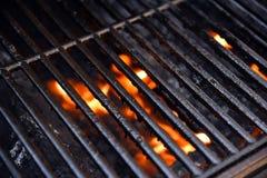 Gril de barbecue avec des flammes image stock