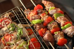 Gril de BBQ et charbons rougeoyants Photos stock