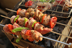 Gril de BBQ et charbons rougeoyants Photo stock