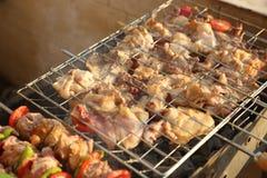 Gril de BBQ et charbons rougeoyants Photos libres de droits