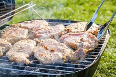 Gril de bifteck de boeuf de viande crue, ressort d'échine images libres de droits