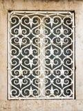Gril de fenêtre décoratif en métal images stock