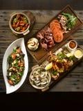 Gril de fruits de mer de bifteck d'Osia avec des palourdes, crevette, poulpe, calmar, mus photographie stock