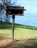 Gril de pique-nique près de lac Photo libre de droits