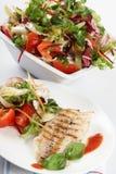 Gril de poissons avec de la salade Photographie stock