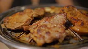 Gril de porc et de viande de barbecue, style coréen clips vidéos