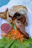 Gril de poulet avec de la sauce Photos stock