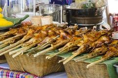 Gril de poulet prêt pour la vente Photo libre de droits