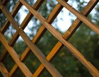 Gril en bois de brun foncé avec oblique image stock