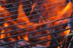 Gril et flammes photos libres de droits