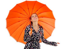 Gril mit orange Regenschirm Stockbild