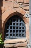 Gril sur la fenêtre médiévale, Coventry Photo stock