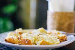 Griled-Brot mit Milchdunkelheit Lizenzfreie Stockfotografie