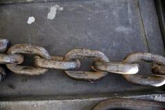 Grilhões chain do metal como um fundo industrial Foto de Stock Royalty Free