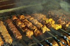 Grillów mięsa na mierzei podpalać Fotografia Stock