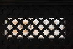 Grill auf dem Fenster in аrabic-Art Stockfotografie