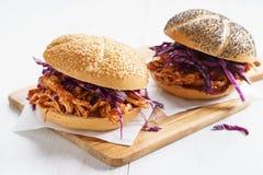Grill Ciągnąca kurczak kanapka Obraz Stock