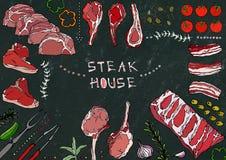Grill Coupes de viande - boeuf, porc, agneau, bifteck, culotte sans os, rôti de nervures, échine et Rib Chops Tomate, olives, pap Photos stock