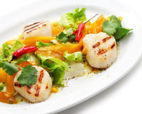 Grill-Fische mit Gemüse Lizenzfreies Stockbild
