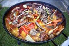 Grill-Fleisch und Feuer Stockfotos