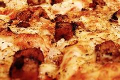Grill-Hühnerpizza oder Kalifornien-Art-Pizza stockfotografie