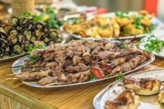 Grill i inni naczynia w restauraci orientalny jedzenie Obraz Stock