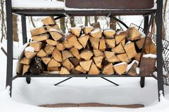 Free Grill In Snowdrift. Chopped Firewood From Pine And Birch For Bbq Under The Snow On The Street. Waiting For Summer Royalty Free Stock Images - 136038589
